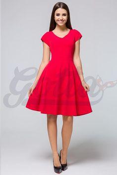 V jednoduchosti je krása! A pro tyto šaty to platí dvojnásob. Vezměte je na svatbu, na večírek, do tanečních nebo ve všední den a vždy vám to bude slušet. Krásná červená barva, decentní výstřih, krátký rukáv, sukně rozšířená do A, boční kapsy, zapínání na zip v zadní části. Můžete doplnit spodničkou z naší nabídky. Materiál 95% polyester, 5% elastan. Vintage, Style, Fashion, Swag, Moda, Fashion Styles, Vintage Comics, Fashion Illustrations, Outfits