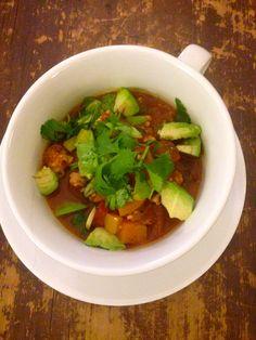 Sweet Potato Turkey Chili from The Healthy Bachelorette! #glutenfree #dairyfree #lowcarb #skinnychili #avocado #freshherbs