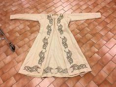 The post Beautiful Viking coat. appeared first on Kleidung ideen. Viking Dress, Viking Costume, Medieval Costume, Celtic Clothing, Medieval Clothing, Historical Clothing, Historical Photos, Medieval Dress Pattern, Viking Pattern