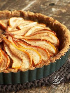 La Crostata semintegrale alla sfoglia di pera è un dessert ideale per una colazione (o una merenda per bambini), sane, come quelle di una volta! #crostataallapera #crostataintegrale