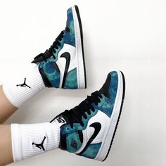 Jordan Shoes Girls, Jordans Girls, Girls Shoes, Air Jordan Shoes, Nike Air Shoes, Nike Air Jordans, Sneakers Nike, Baskets Jordan, Baskets Nike