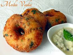 Medu Vadai is a crispy doughnut shaped south Indian savory snack that can be served with tea or coffee as an evening snack or with sambar and other tiffin dishes. Hyderabadi Biryani Recipe, Medu Vada Recipe, Sri Lankan Recipes, Indian Kitchen, Evening Snacks, Savory Snacks, Food Trends, Indian Food Recipes, Spicy
