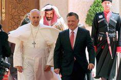 El rey jordano Abdullah II recibió al Papa en el Palacio Real Husseinia; los discursos de ambos fueron cálidos y amables. Foto: EFE