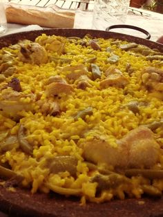 Paella, typical Spain food! omgg with chicken & peppers ! flame ❤ _linn.  _mommy's home cookingg <3