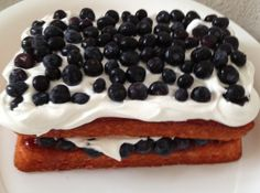 Easy Berrylicious Cake Recipe (personal I will use Lemon cake mix) Just Desserts, Delicious Desserts, Yummy Food, Tasty, Easy Cakes For Kids, Cake Recipes, Dessert Recipes, Sweet Recipes, Lemon Cake Mixes