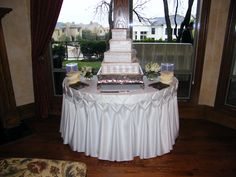 My gorgeous wedding cake by Frosted Art - Browyn Weber