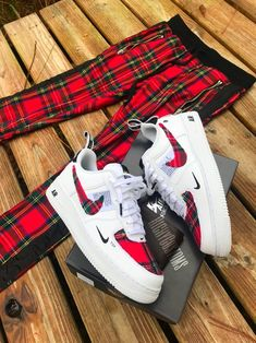 Image of Dripelle Plaid Low🌹💚 - lilli Haraches Shoes, Fly Shoes, Me Too Shoes, Nike Shoes, Shoes Sneakers, Custom Painted Shoes, Custom Shoes, Custom Af1, Rapper Outfits
