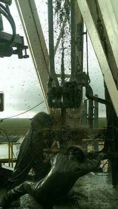 Gotta love it Oilfield Trash, Oilfield Life, Oil Rig Jobs, Petroleum Engineering, Oil Platform, Drilling Rig, O Gas, Oil Industry, Wonderful Picture