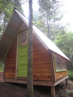 deeks tiny cabin 05   A DIY Micro Cabin in the Woods You Can Build