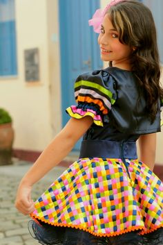 Saia e Tiara Festa Junina R$ 260,00 Fancy Costumes, Ideias Fashion, Little Girls, High Waisted Skirt, Blazer, Portrait, Floral, Pretty, Womens Fashion