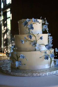 Forget-me-not... Should have looked like this!...The other thing the cake guy failed at on ours....