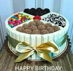 Have you ever asked yourself do you really want healthy desserts? More info and hacks in our full article :) Torta Candy, Candy Cakes, Cupcake Cakes, Cake Recipes, Dessert Recipes, Diet Recipes, Cake Chocolat, Easy Smoothie Recipes, Happy Birthday Cakes