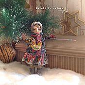 Купить или заказать Ватная елочная игрушка Девочка с мишкой в интернет магазине на Ярмарке Мастеров. С доставкой по России и СНГ. Срок изготовления: Уточняйте. Материалы: вата. Размер: 13 см