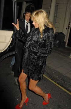 Kate Moss always does arriving and leaving in style love the pop of red shoes