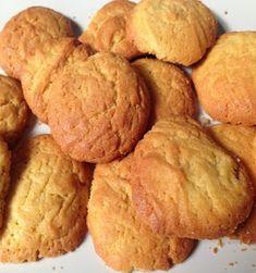 Υλικά 2 ποτήρια του νερού ελαιόλαδο 1 ποτήρι ζάχαρη καστανή ¾ ποτηριού φρεσκοστυμμένο χυμό πορτοκάλι ¼ ποτηριού κονιάκ 3 κουταλάκια ξύσμα λεμόνι 1 Brownie Cookies, Fun Cookies, Croissants, Snack Recipes, Snacks, Sweet Desserts, Biscotti, Cornbread, Muffin