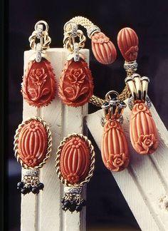 oro rosso Orecchini di corallo Satsuma inciso a mano