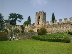 Castellaro Lagusello (unique historic center) - Monzambano