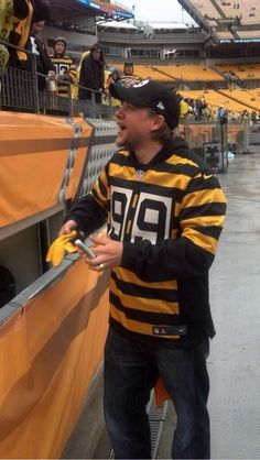Charlie Hunnam- WEARING THROWBACK STEELER JERSEY. IS THIS REAL LIFE. Did this happen. When did this happen?