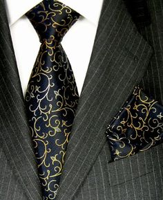 8417202 Lorenzo Cana Italian Neck Tie Set Hanky Silk Black Gold Paisley New Der Gentleman, Gentleman Style, Sharp Dressed Man, Well Dressed Men, Men Formal, Formal Suits, Smart Men, Tie And Pocket Square, Pocket Squares