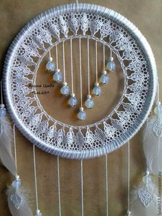 Lizziebusy Handmade in Italian. Could lace or some small doileys get re-sized for medal like ornamentation? Doily Dream Catchers, Dream Catcher Decor, Dream Catcher Boho, Dreamcatchers, Dream Catcher Tutorial, Crochet Dreamcatcher, Sun Catcher, String Art, Crochet Doilies