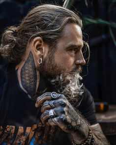 Fully inhale your dream and completely exhale a manifestation of it. Sexy Tattooed Men, Hot Guys Tattoos, Just Beautiful Men, Long Beards, Hommes Sexy, Beard Care, Bearded Men, Cool Hairstyles, Barber Hairstyles
