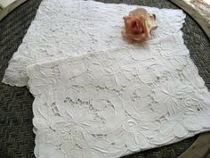 EIGHT WHITE VINTAGE LINEN CUT WORK & EMBROIDERY PLACEMATS & RUNNER | eBay