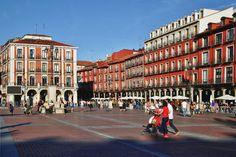 Plaza Mayor Valladolid - Vista de la calle Ferrari desde el centro de la plaza mayor de valladolid