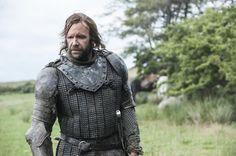 Pin for Later: Brandneue Bilder von Game of Thrones: Daenerys' Drachen sind groß geworden!  Rory McCann als The Hound.