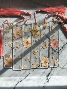 Diy Resin Art, Diy Resin Crafts, Diy Arts And Crafts, Fun Crafts, Flower Crafts, Flower Art, Resin Jewelry, Dried Flowers, Diy Gifts