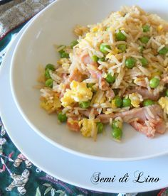 Riso alla cantonese - Ricetta cinese Rice Recipes, Asian Recipes, Cooking Recipes, Healthy Recipes, Ethnic Recipes, Risotto, I Love Food, Good Food, Exotic Food