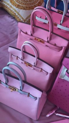These Hermes bags are pure love girls! Here are stunning Hermes bags for styling inspirations! Hermes Purse, Hermes Bags, Hermes Handbags, Tote Handbags, Purses And Handbags, Pink Handbags, Luxury Handbags, Hermes Birkin, Luxury Purses