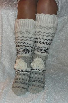 Hyvän mielen silmukat/facebook Knitted Boot Cuffs, Knit Leg Warmers, Knit Boots, Knitted Slippers, Wool Socks, Crochet Socks, Knitting Socks, Baby Knitting, Knit Crochet