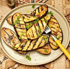 Gegrilde Aubergine Recipe on Yummly. Nutritional Value Of Eggplant, Food Porn, Bbq Zucchini, Eggplant Benefits, Grilled Eggplant, Eggplant Recipes, Bbq Party, Bbq Grill, Stuffed Peppers
