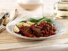 http://www.readyseteat.com/recipes-HomeStyle-Pot-Roast-2250.html only 3 ingredients .. 2 lbs boneless beef chuck, cut into large pieces, 1 can hunt's stewed tomatoes, undrained and 1 pkg (1.5 oz) beef stew seasoning mix
