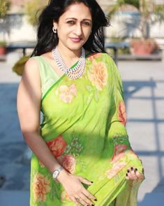 Want to know how to style your formal sarees in the most perfect way? Do check out COO of RED FM, Nisha Narayan to style sarees. Saree Blouse Neck Designs, Blouse Designs, Kajal Agarwal Saree, Formal Saree, Casual Saree, Saree Look, Red Saree, Stylish Sarees, Elegant Saree