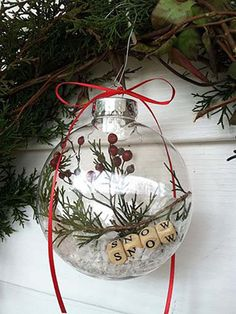 Rustic Christmas Ornaments, Noel Christmas, Simple Christmas, Christmas Bulbs, Ornaments Ideas, Ball Ornaments, Beautiful Christmas, Homemade Ornaments, Outdoor Christmas