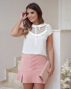 Basiquinho chique que eu amo  Look todo @linnyoficial Cool Outfits, Casual Outfits, Fashion Outfits, Womens Fashion, Fashion Tips, Skirt Fashion, Maxi Skirt Outfits, Classic Skirts, Corsage