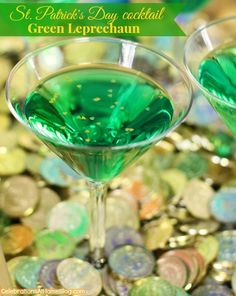 Green Leprechaun ~ cocktail for St. Patrick's Day with Midori melon liqueur, pineapple vodka, and lemon-lime soda Holiday Drinks, Party Drinks, Fun Drinks, Yummy Drinks, Alcoholic Drinks, Beverages, Holiday Ideas, St Patrick's Day Cocktails, Cocktail Drinks