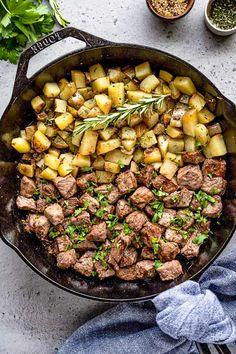 Steak Bites and Potatoes Easy Main Dish Recipes, Potluck Recipes, Steak Recipes, Easy Dinner Recipes, Cooking Recipes, Dinner Ideas, Skillet Recipes, Crockpot Recipes, Yummy Recipes