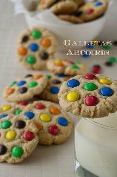 Galletas Arcoiris - Galletas de Lacasitos - Galletas M&Ms Ranger Cookies, Birthday Party Snacks, Birthday Ideas, 13 Birthday, Rainbow Parties, Rainbow Food, Cute Cookies, Snack Bar, Candy Apples