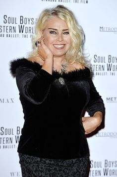 Kim Wilde Photos - Kim Wilde backstage at Magic Radios festive concert The Magic of Christmas at London Palladium on November 2015 in London, England. - The Magic of Christmas - Backstage Pop Singers, Female Singers, Famous Celebrities, Celebs, Kim Wilde, Rock And Roll History, Top 40 Hits, Uk Singles Chart, Bonnie Tyler