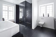 Nordisk zen - Lilly is Love Bathroom Spa, White Bathroom, Bathroom Tiling, Bathroom Ideas, Shower Ideas, Bad Inspiration, Bathroom Inspiration, Best Bathtubs, Bathtub Tile