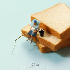Bigger doesn't always mean better, as Japanese artist Tatsuya Tanaka proves with these tiny dioramas that he makes for his ongoing Miniature Calendar project. Miniature Photography, Toys Photography, Macro Photography, Creative Photography, Minis, Miniature Calendar, Tiny World, Art Original, Mini Things