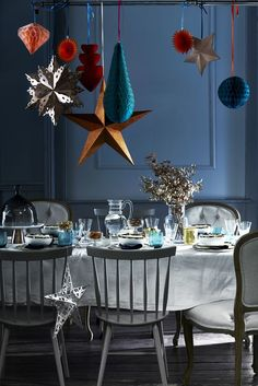 and easy ways to decorate for Christmas Hang laterns and stars over your Christmas dining table. For more like this, click the picture or see .ukHang laterns and stars over your Christmas dining table. For more like this, click the picture or see . Noel Christmas, Christmas Colors, Simple Christmas, Christmas Themes, Vintage Christmas, Christmas Dining Table, Christmas Table Settings, Navidad Simple, Seasonal Decor