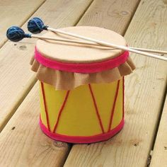 Cute DIY-- coffee can drum! - tambor com feltro Preschool Crafts, Fun Crafts, Formula Can Crafts, Baby Formula Cans, Diy For Kids, Crafts For Kids, Toddler Crafts, Coffee Can Crafts, Drum Craft
