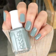"""Mi piace"": 221, commenti: 10 - Crystal (@lovefreshpaint) su Instagram: ""My nails of the day for this chill holiday Monday... @essie's Maximillian Strasse Her. It's a…"""