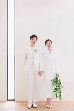 Elegant and All Natural 37 Korean Wedding Photos to Make Marriage Plans Next Summer - indoor Wedding photography - Pre Wedding Poses, Pre Wedding Photoshoot, Wedding Shoot, Marriage Images, Korean Wedding, Wedding Photo Albums, Indoor Wedding, Perfect Wedding, Wedding Events