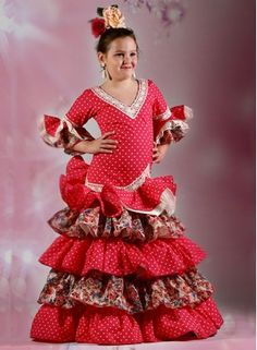 e098377bf1 Trajes de gitana Verdiales para niña con cuatro volantes. Son trajes de  flamenca con mangas