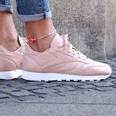 Wanted : une paire de baskets Reebok rose clair : http://www.taaora.fr/blog/post/reebok-classic-baskets-roses-en-cuir