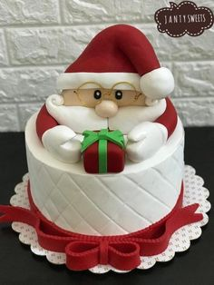 Happy new year every one , it' s Janty Sweets special cake Christmas Cake Designs, Christmas Cake Topper, Christmas Cake Decorations, Christmas Desserts, Christmas Treats, Christmas Baking, Birthday Wishes Cake, Happy Birthday Cakes, Cake Decorating Techniques